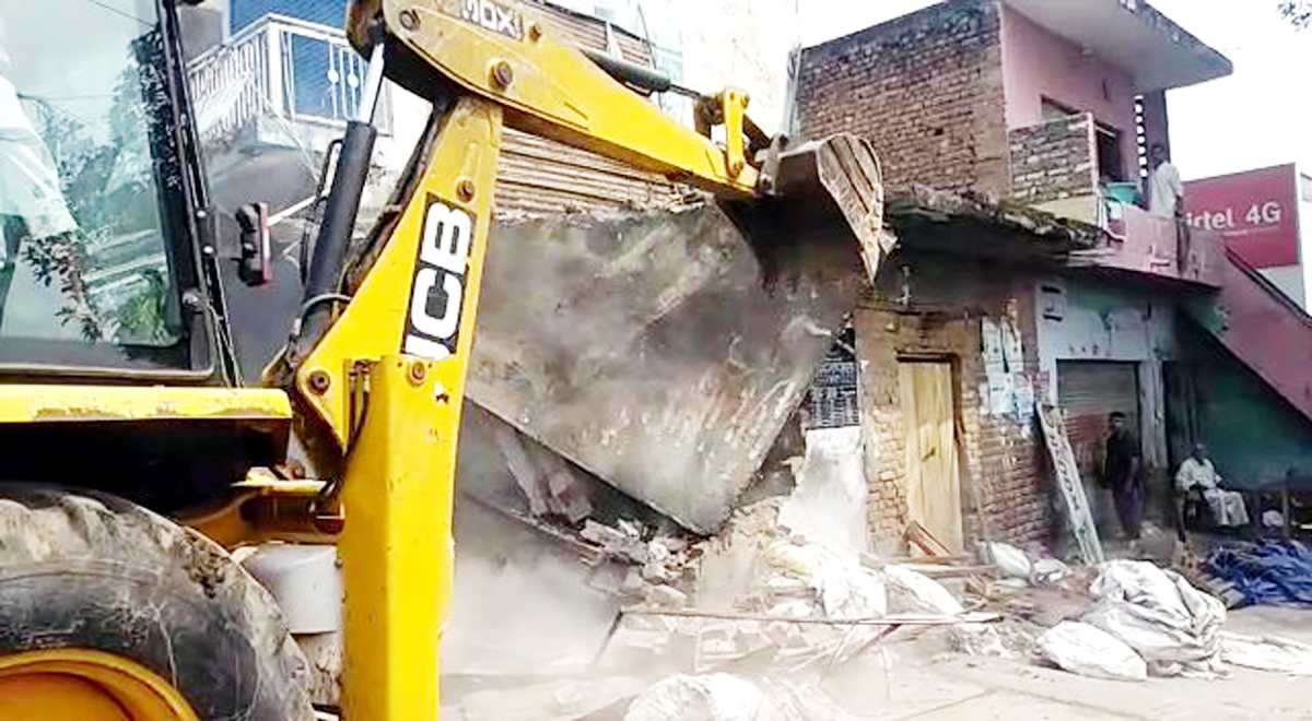 An illegal structure being demolished during anti-encroachment drive in Chann Roudian in Kathua district on Wednesday. -Excelsior/Pardeep