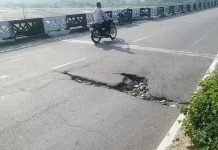 Puddle on Basantar bridge at Samba poses danger to commuters.