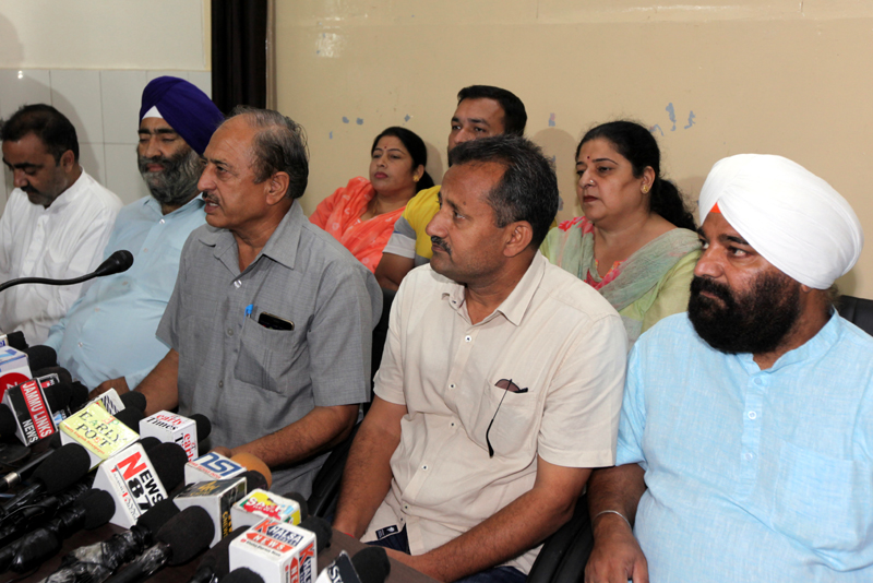 Independent Councillors of JMC addressing a press conference at Jammu on Tuesday. -Excelsior/Rakesh