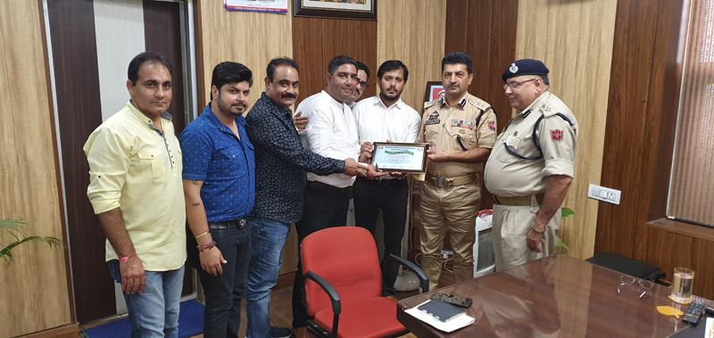 HPSDA delegation during meeting with SSP Traffic, Joginder Singh at Jammu on Friday.