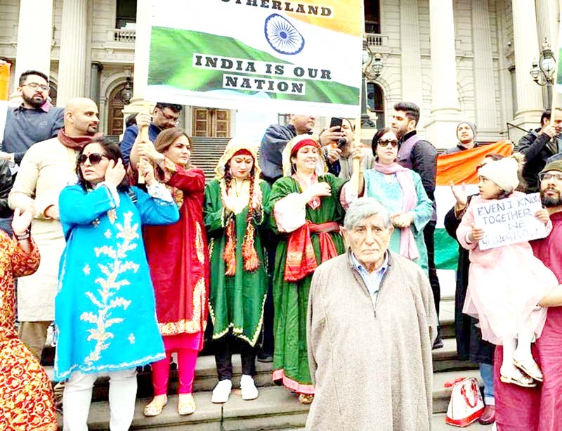 Australian citizens of Indian-origin showing support to revocation of Article 370 in Melbourne.