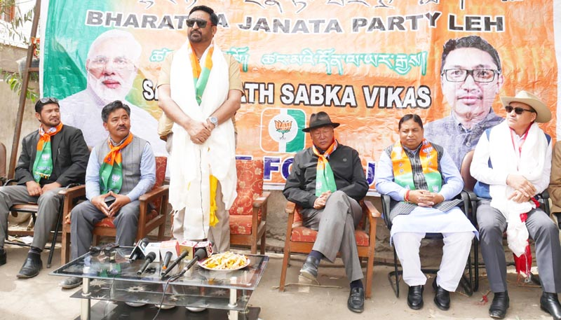 Haji Anayat Ali, others addressing media persons at BJP office in Leh on Saturday. —Excelsior/Morup Stanzin