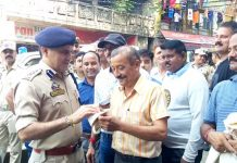 SSP Samba Shakti Pathak distributing jute bags among people at Samba on Saturday.