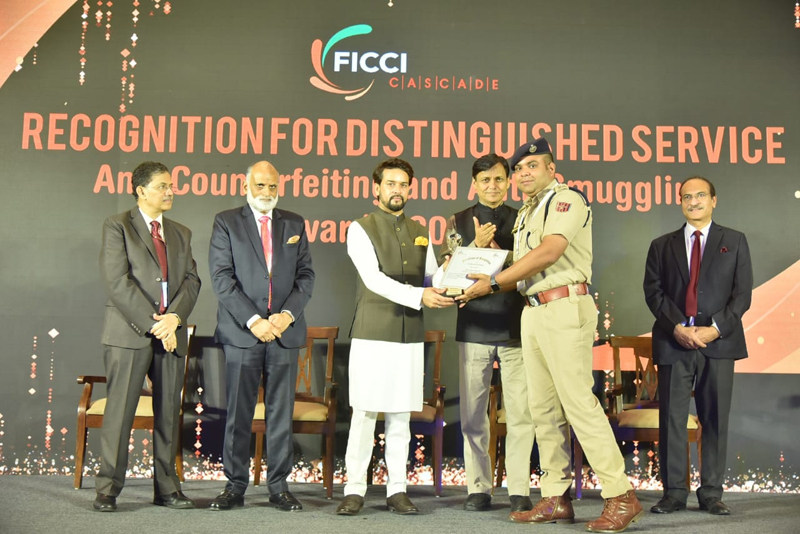 SP City North Jammu Amritpal Singh receiving Certificate of Recognition from members of FICCI.