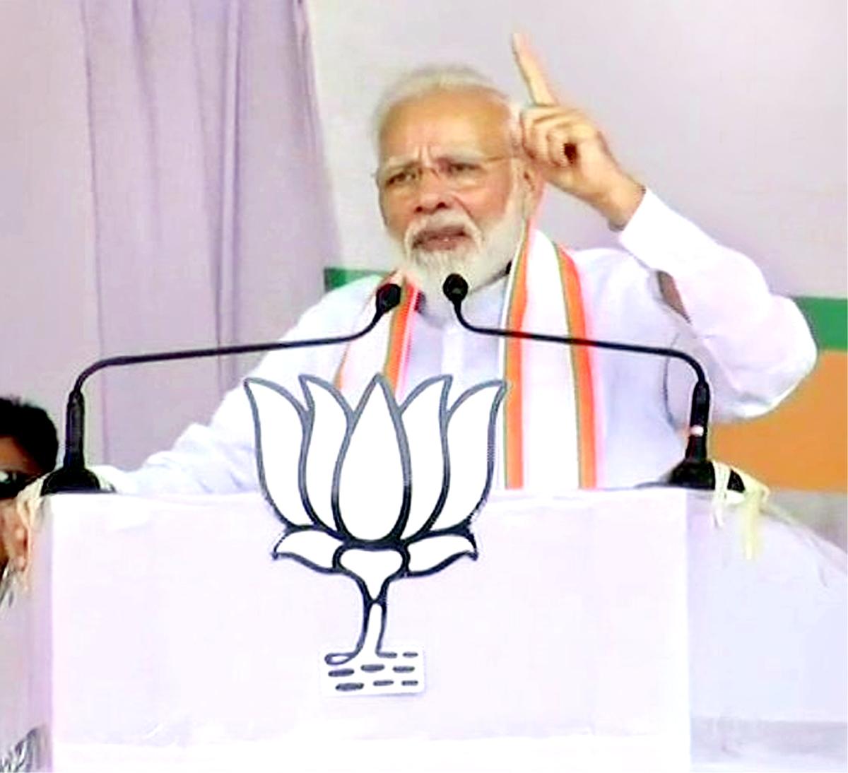 Prime Minister Narendra Modi addressing an election rally at Jalgaon in Maharashtra on Sunday.