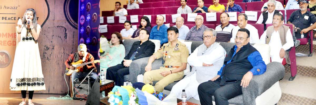 Advisor Farooq Khan witnessing performance of a participant during 'Jammu Ki Awaaz'.