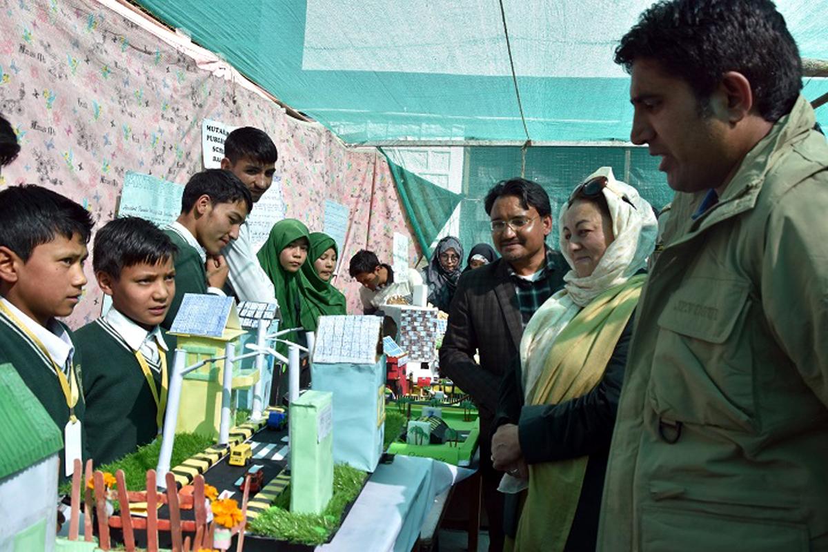 Deputy Commissioner Kargil, Baseer-ul-Haq Choudhary inspecting model during Science Festival.