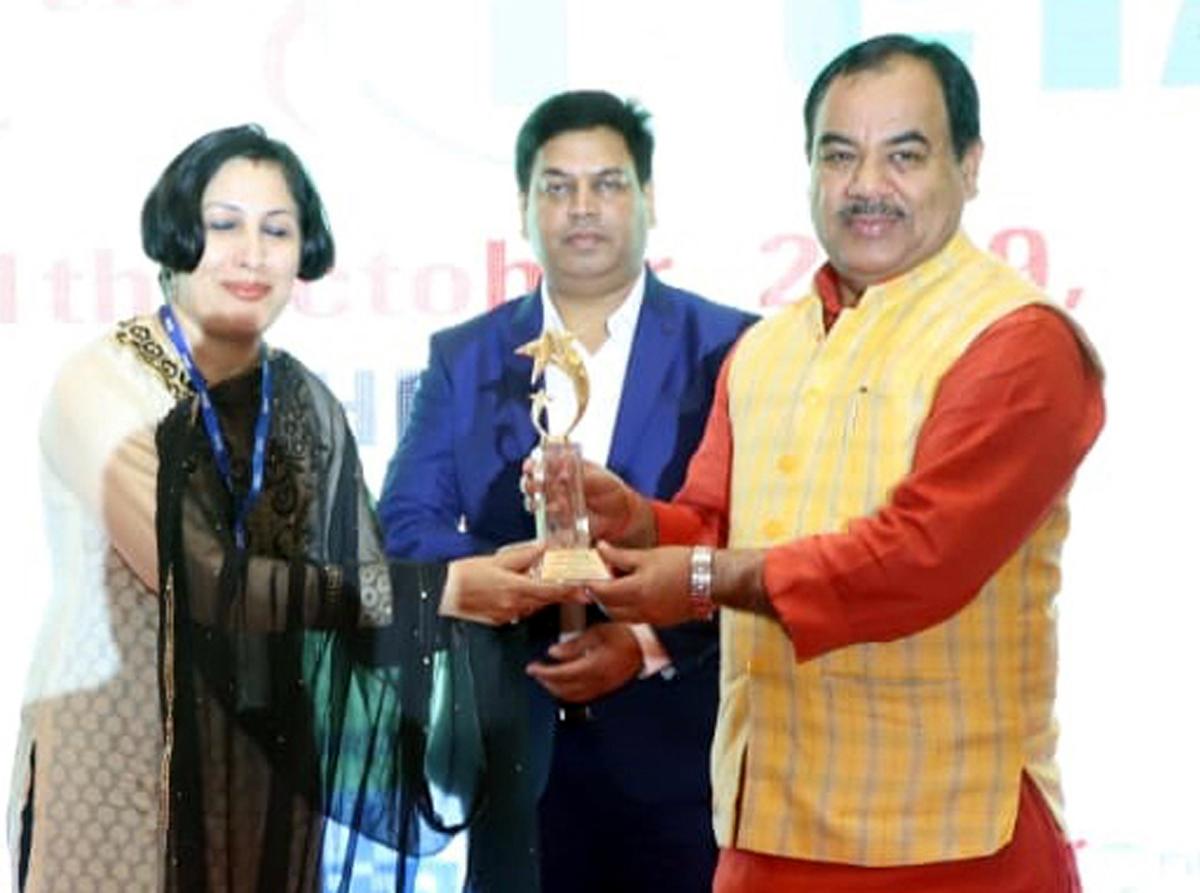 Deepika K Sharma, Director Tourism, Jammu receiving 'Best Award for Promotion of Golf Tourism' from Minister Dr Harak Singh Rawat.