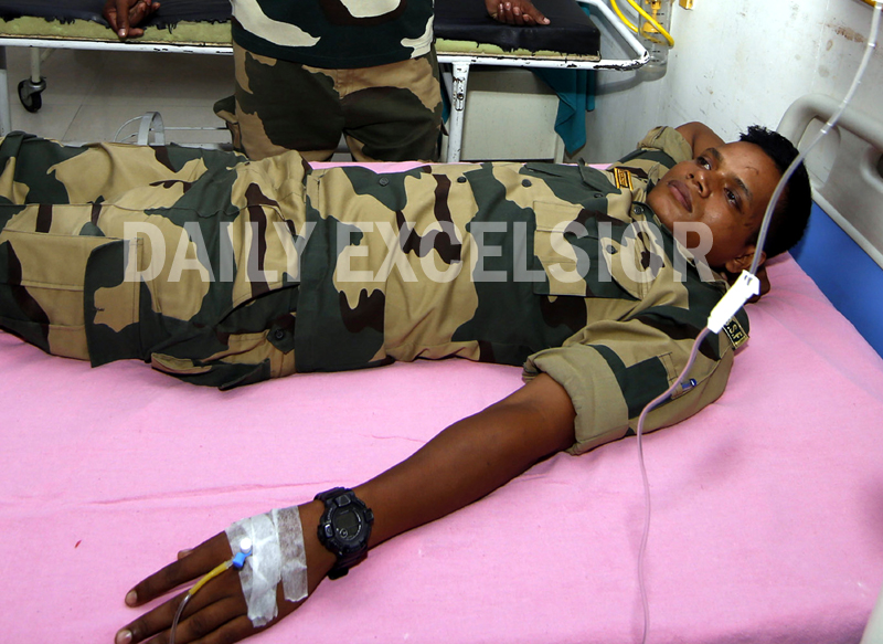 A BSF jawan injured in Pak shelling admitted in the GMC Jammu on Tuesday. -Excelsior/Rakesh