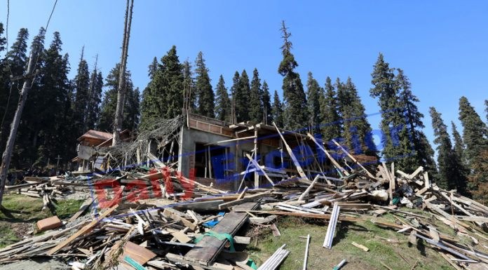 Illegal constructions demolished in Gulmarg. —Excelsior/Aabid Nabi