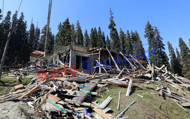 Illegal constructions demolished in Gulmarg. —Excelsior/Aabid Nabi