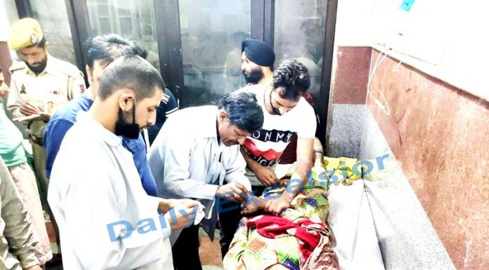 A woman injured in Pakistan shelling admitted in the Poonch hospital on Thursday. -Excelsior/Gurjeetbhajan