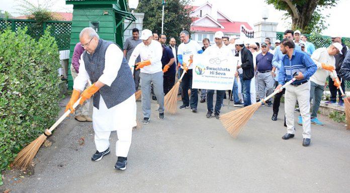 Governor Satya Pal Malik participating in 'Swachhata Hi Seva' campaign at Srinagar on Wednesday.