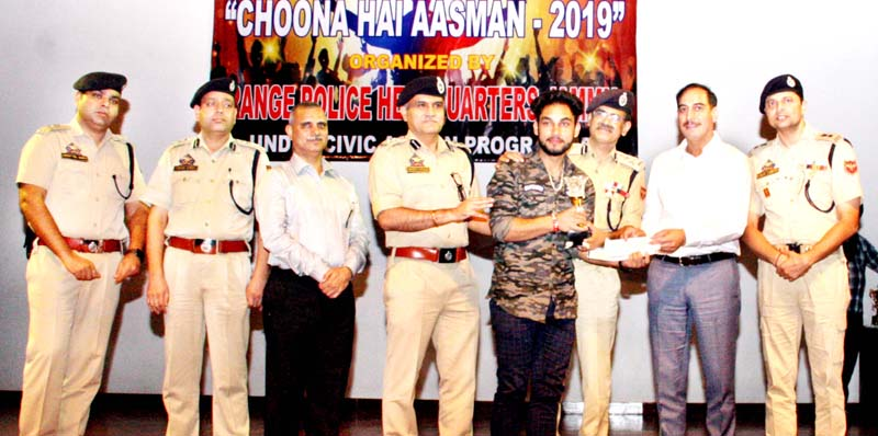 One of the winners being awarded by Police officers during talent hunt programme by Range PHQ Jammu.