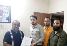 SKUAST-J delegation submitting a memorandum to Dr Nirmal Singh.