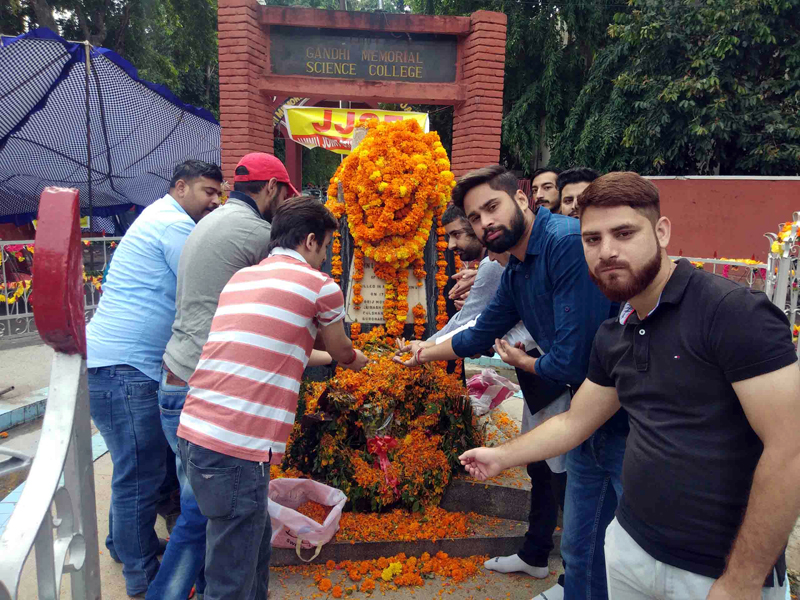 Student leaders paying tributes to martyrs at the memorial in front of GGM Science College on Friday.