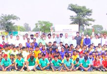 Young Kho-Kho players posing along with dignitaries and officials during inauguration of CBSE Cluster XVIII Kho-Kho Tournament.