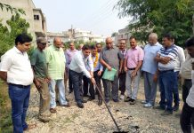 JMC Mayor Chander Mohan Gupta starting blacktopping work at Talab Tillo area of Jammu.