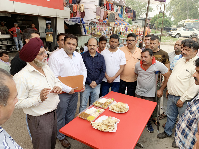 FSO educating people regarding healthy food in the presence of Assistant Commissioner, Food Safety, Jammu, Dr Parvesh Kumar at Railway Station, Jammu.