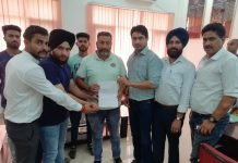 JKPYC chief posing along with Director Sports JU and other dignitaries while submitting memorandum.