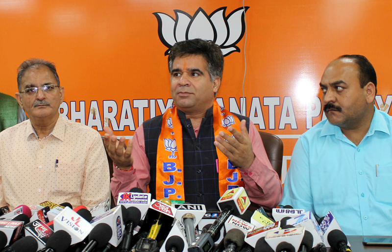State BJP president Ravinder Raina addressing a press conference on Thursday. Excelsior/Rakesh