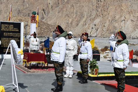 General Officer Commanding-in-Chief, Northern Command, Lieutenant General Ranbir Singh paying tributes to martyrs at the Siachen War Memorial.