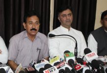DCC president Vikram Malhotra and Cong Corporators addressing press conference in Jammu on Tuesday. —Excelsior/Rakesh