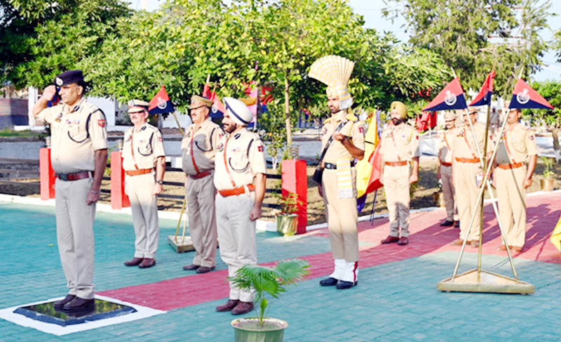 Guard of Honour being presented to Danesh Rana, IGP Armed/IRP Jammu on his visit to Battalion Headquarter in Kathua.