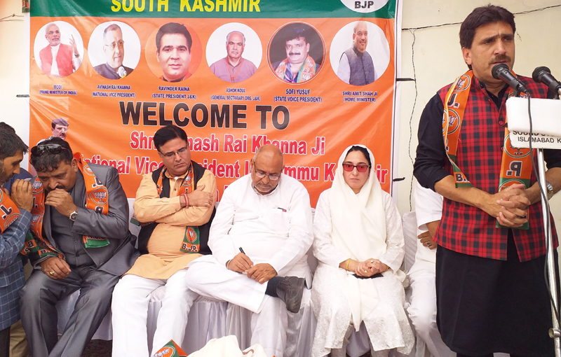 BJP national vice president Avinash Rai Khanna during meeting with Panchs and Sarpanchs at Anantnag on Tuesday. —Excelsior/Sajad Dar