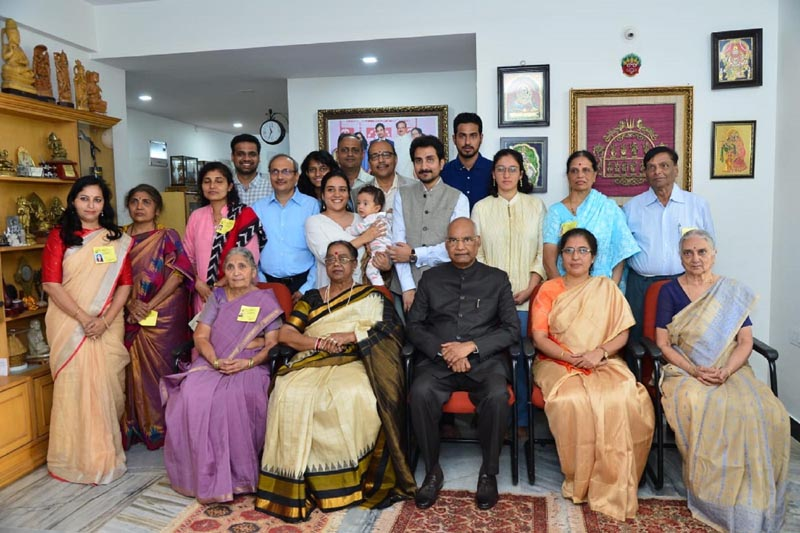 President Ram Nath Kovind and his wife Savita in a group photograph with family members of Former Union Minister Late Ananth Kumar during a visit his residence in Bengaluru on Saturday. (UNI)