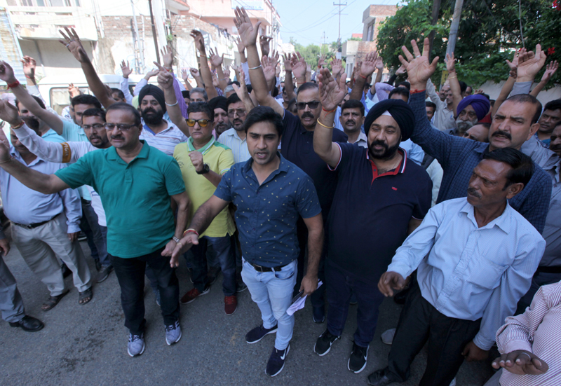 PDD employees protesting in Jammu on Thursday. —Excelsior/Rakesh