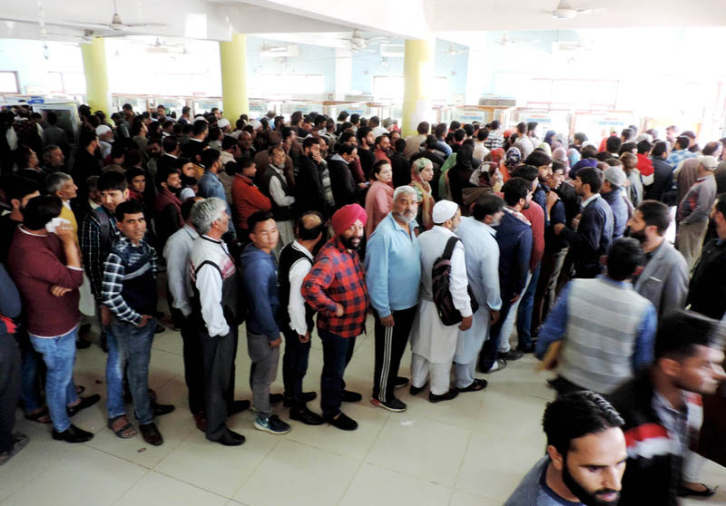 Huge rush of customers in BSNL office in Srinagar seeking fresh post-paid SIMs as authorities restored post-paid telephones on Monday.(UNI)