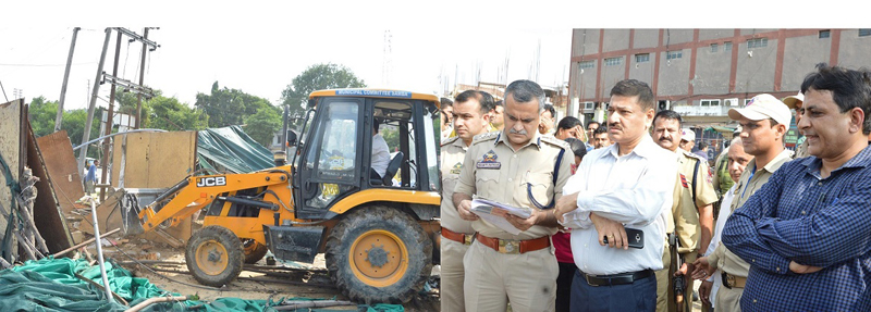 DC Samba, Rohit Khajuria and SSP Samba, Shakti Pathak supervising anti encroachment drive on Friday.