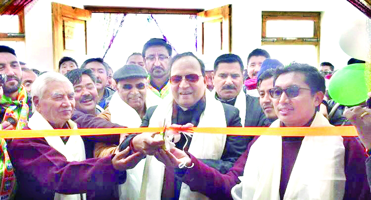 BJP national general secretary, Arun Singh inaugurating newly constructed party office at Leh on Thursday. —Excelsior/Morup Stanzin