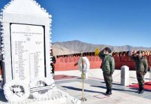 GOC, Fire & Fury Corps Lt Gen Harinder Singh laying wreath at war memorial in Ladakh.