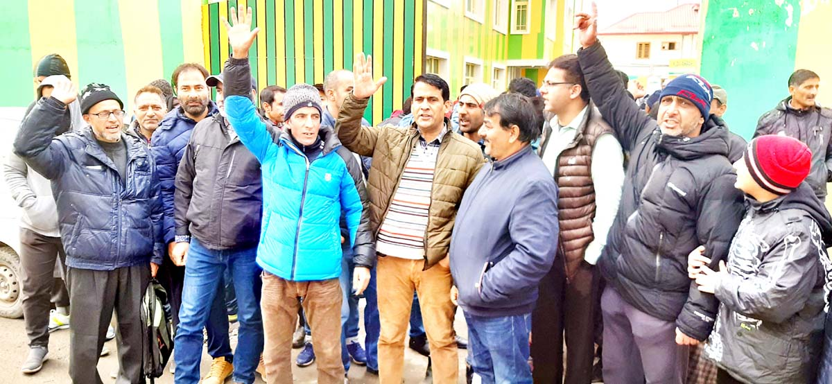 Parents protesting outside a school in Srinagar. -Excelsior/Shakeel