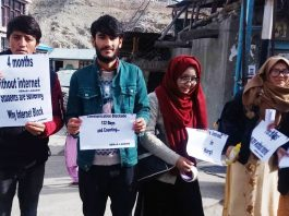 Students carrying placards during protest at Kargil. —Excelsior/Basharat Ladakhi