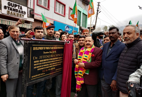 Union Minister, Dr Jitendra Singh formally inaugurating series of road, bridges and building projects at Bhaderwah on Saturday. —Excelsior/ Tilak Raj