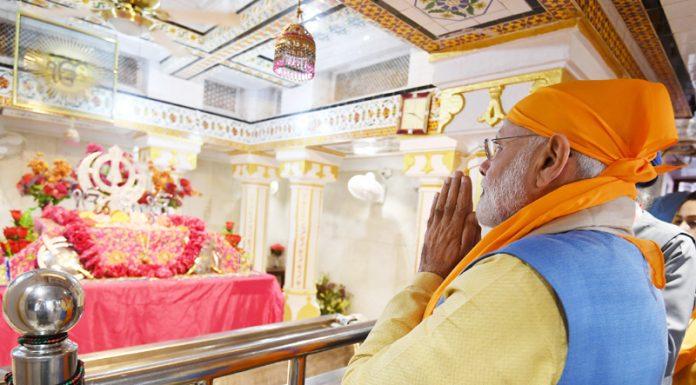 Prime Minister Narendra Modi paying obeisance at the Gurudwara Ber Sahib in Sultanpur Lodhi, Punjab on Saturday. (UNI)