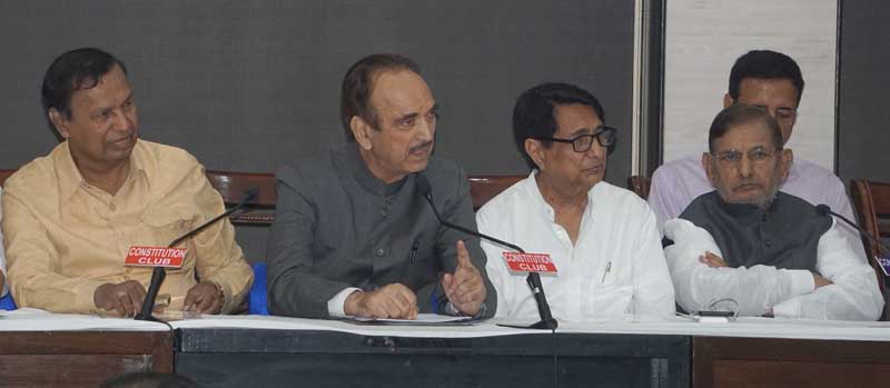 Congress leader Ghulam Nabi Azad, DMK leader T R Baalu, Loktantrik Janata Dal Party leader Sharad Yadav, Rashtriya Lok Dal leader Ajit Singh and others at a press conference of like minded opposition parties in New Delhi on Monday.(UNI)