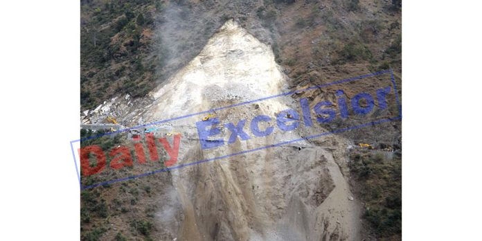 Debris lying at the site of landslide near Digdol which kept the highway closed since Sunday noon. —Excelsior/Parvaiz Mir