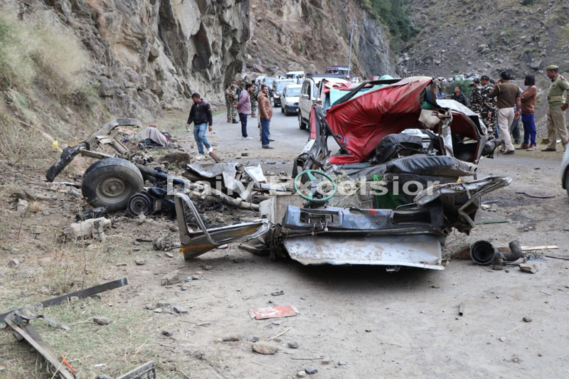 Mangled remains of vehicle after accident near Khellani on Tuesday.—Excelsior/Tilak Raj