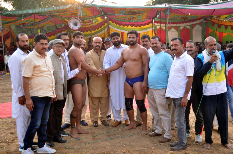 Wrestlers and dignitaries posing for group photograph before starting of Annual Wrestling.