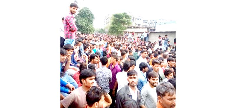 Chenab Textile Mills workers protesting at Kathua on Wednesday. -Excelsior/Pardeep