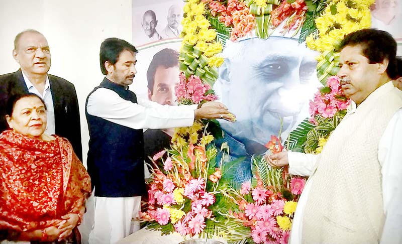 PCC chief GA Mir and senior leaders Raman Bhalla & Mula Ram paying tributes to Pt JL Nehru during a function in Jammu on Thursday.