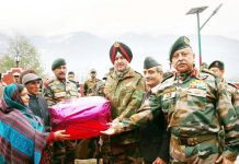 Lt Gen Ranbir Singh, GOC-in-C, Northern Command honouring wife of Late Naib Subedar Chuni Lal at village Bhara in District Doda. -Excelsior/Tilak Raj