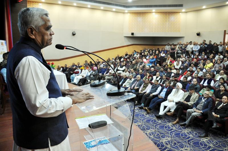Senior RSS leader and its Akhil Bharatiya Samparkh Parmukh, Aniruddha Deshpande speaking at a seminar in Jammu on Saturday. -Excelsior/Rakesh