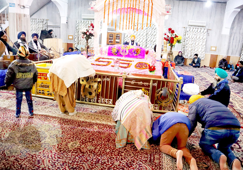 Sikh devotees paying obeisance at Chattipadshahi Gurdwara in Srinagar on Tuesday. -Excelsior/Shakeel