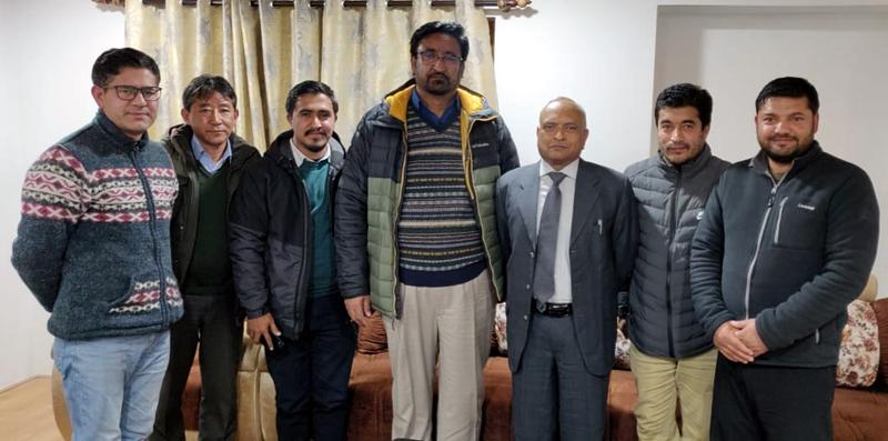 BJP delegation from Kargil posing with Lt. Governor of Ladakh R.K. Mathur at Leh on Sunday. —Excelsior/Basharat Ladakhi