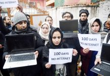 Journalists protesting in Srinagar on Tuesday. -Excelsior/Shakeel